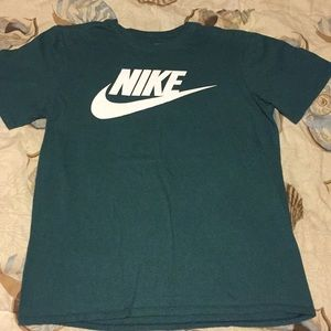 Nike graphic logo T-shirt size medium